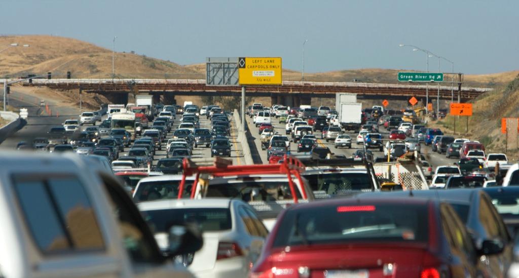 traffic-jam-picture-id172944054